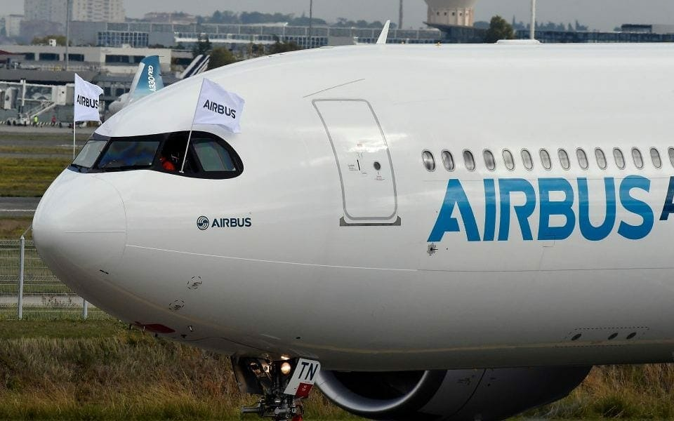 airbus-becomes-world's-largest-planemaker