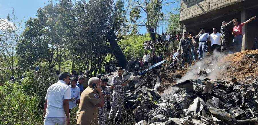 Sri Lanka air force plane crashes