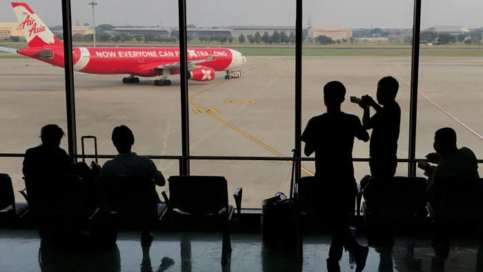 airasia-ceo-and-chairman-step-back