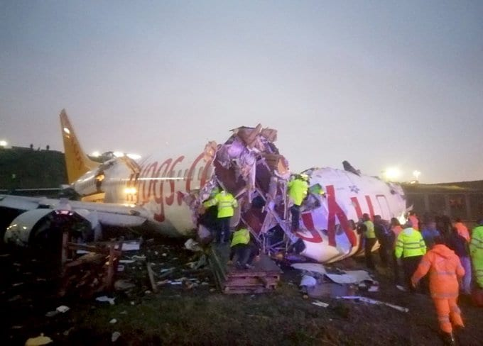 breaking:-pegasus-737-breaks-apart-on-landing-at-istanbul