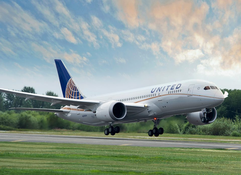 united-airlines-to-furlough-staff