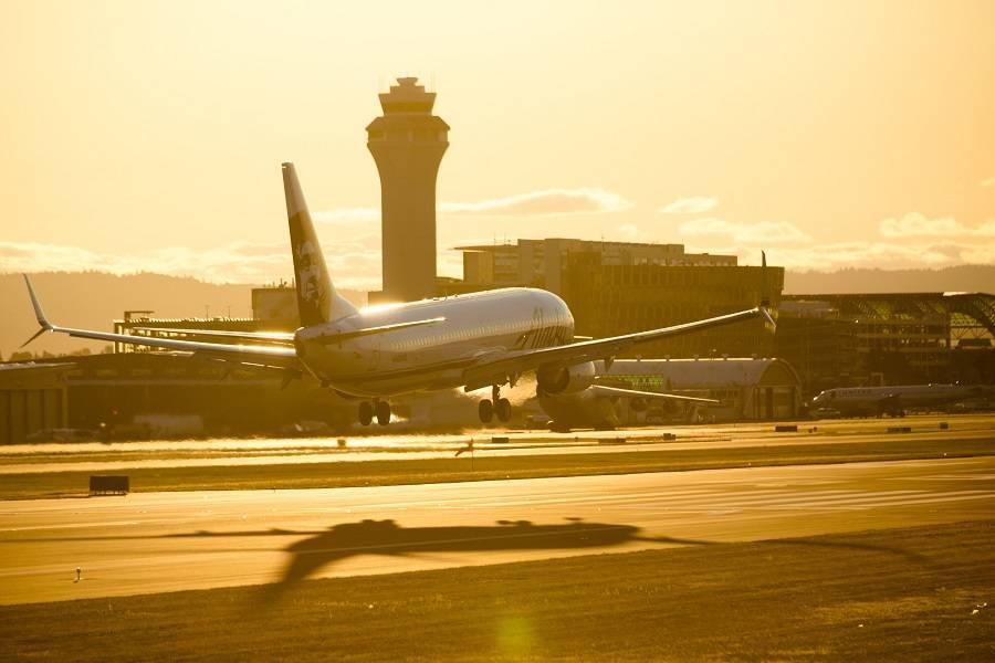 Alaska Air Reports Losses and Buys 737 MAX Aircraft!