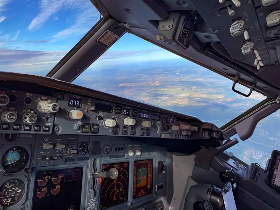 737NG cockpit