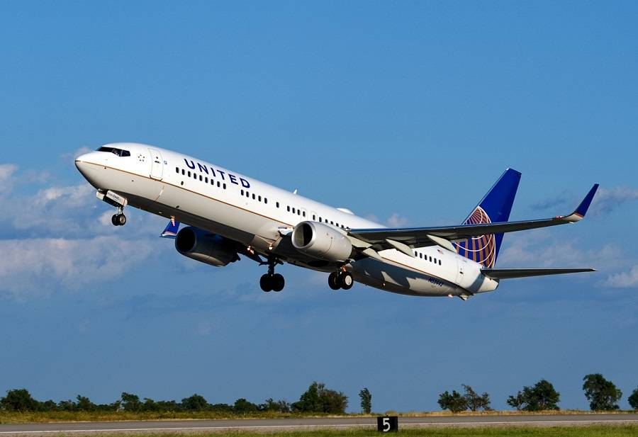 Pepper Spray Released Onboard United 737 In Florida!