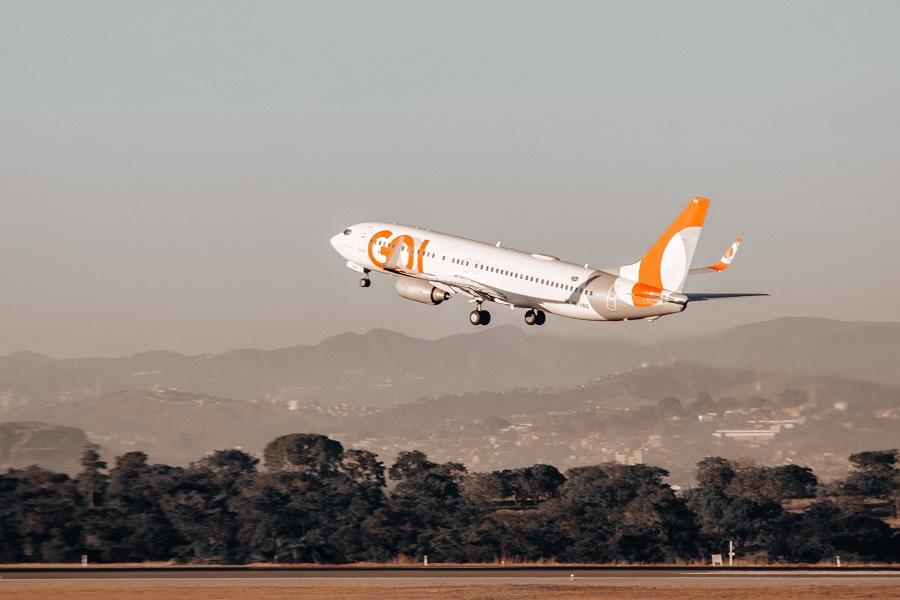 GOL 737 Ground Collision With Aircraft Stairs!