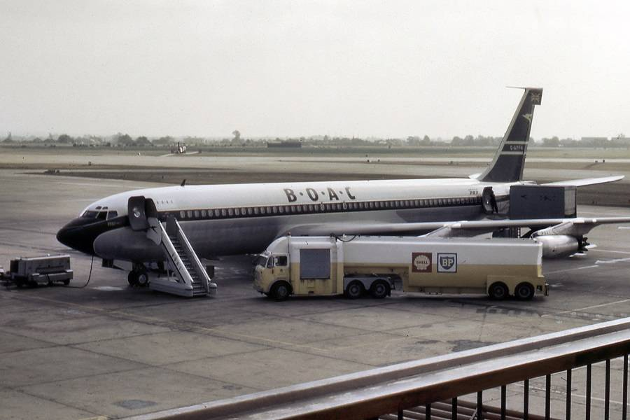Black Noses – Why Did Airliners Have Them?