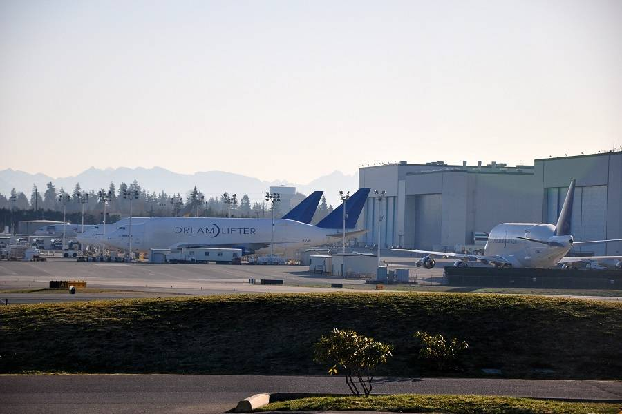 Boeing To Hand Dreamlifter Center In Everett To FedEx?