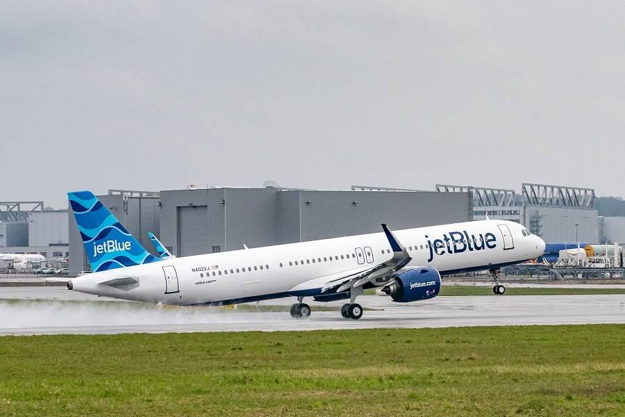 JetBlue Gets First Transatlantic A321LR – And An A220!