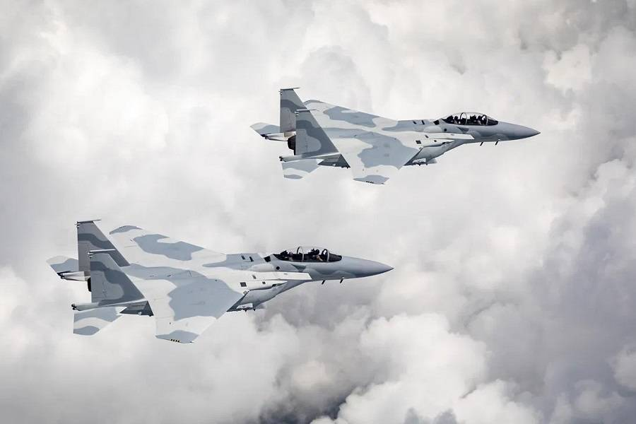 Two Pilots Ejected From A New Boeing F-15 Fighter Jet!
