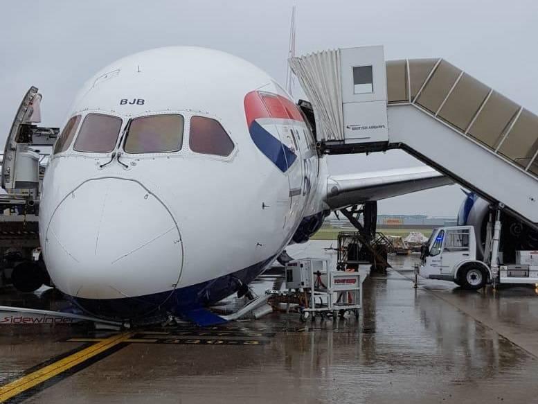 INCIDENT: British Airways 787 Gear Collapse At Heathrow