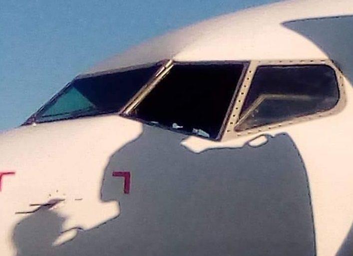 INCIDENT: 737 Cockpit Window Shattered At Altitude!