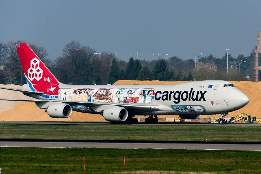 INCIDENT: Cargolux 747 Tears Off Asphalt In Prestwick!