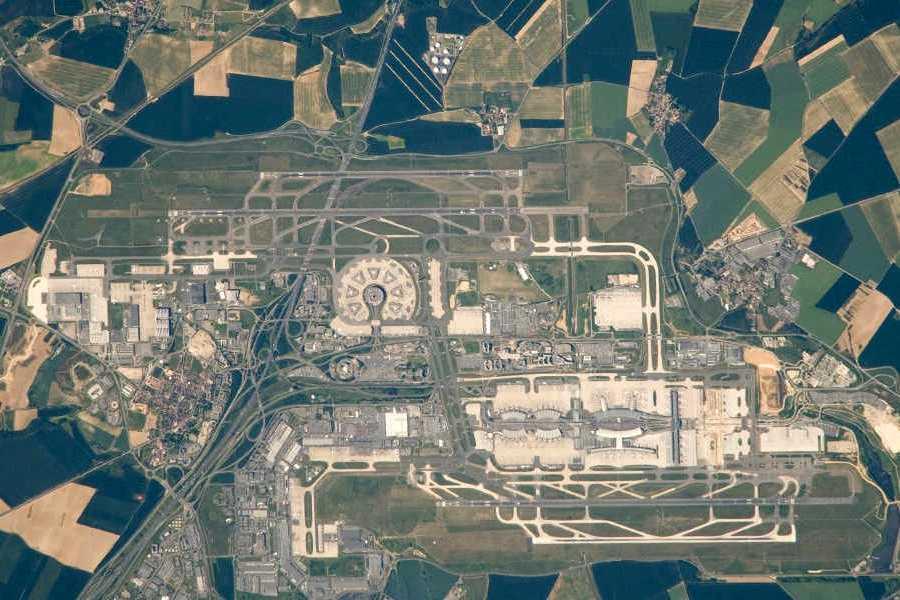 INCIDENT: EasyJet Tells United To Go Around In Paris!