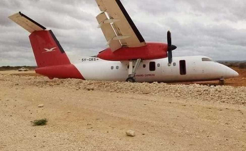 ACCIDENT: Dash-8 Main Gear Collapse On Landing