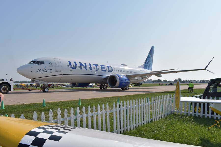 United Airlines Is Looking For 5,000 Pilots… In Oshkosh?