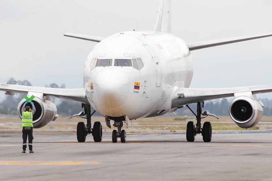 INCIDENT: Aerosucre 737 Cargo Door Opens In Flight