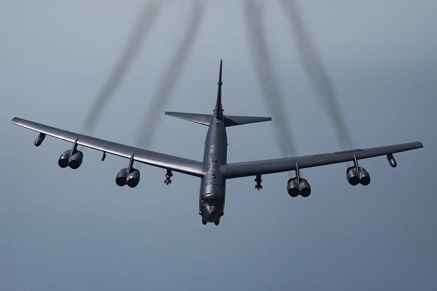 "USAF B-52 Bombers Get Rolls-Royce ""BizJet"" Engines!"