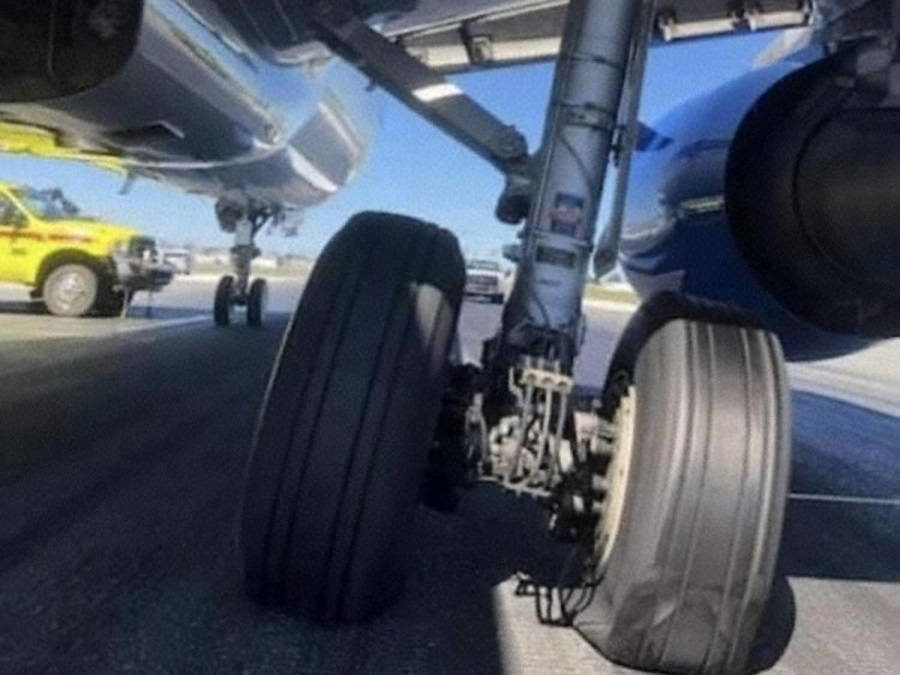 INCIDENT: Allegiant A320 Lands With Unlocked Main Gear!