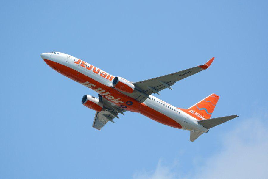 "INCIDENT: JEJU 737 Crew ""Gets Told On"" By Cockpit Spy!"