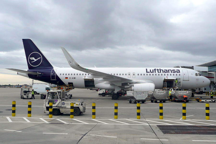 Lufthansa First Officer Collapses On Flight Attendant