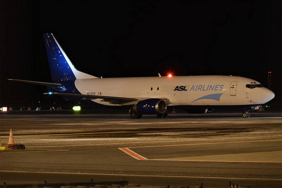 INCIDENT: ASL Airlines 737-400 Has No Way To Trim!