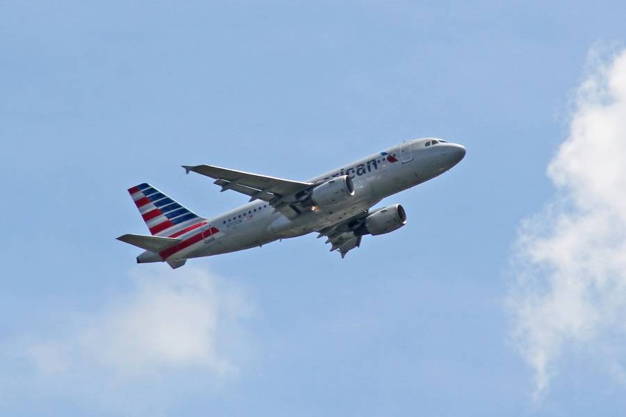 American Airlines A319 Nearly Lands On Closed Runway!