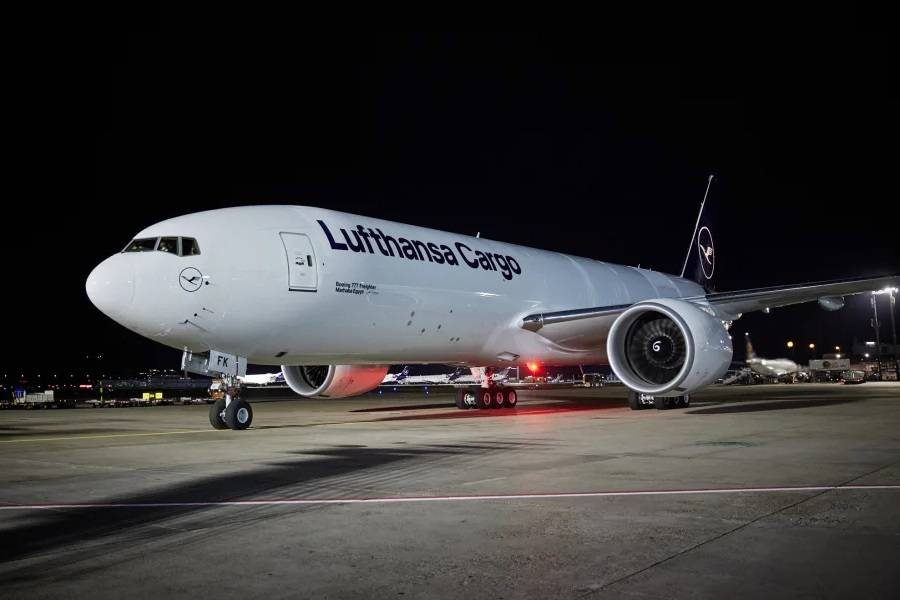 Lufthansa 777F Natural Beauty Comes, Last MD-11F Goes