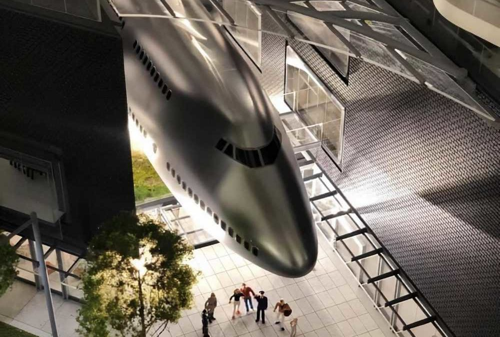 United 747 Will Become Part Of A Building Complex!